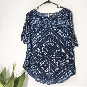 Blue Abstract Tie Arm Blouse Size S